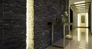цементный камень в стилистике прихожей комнаты фото