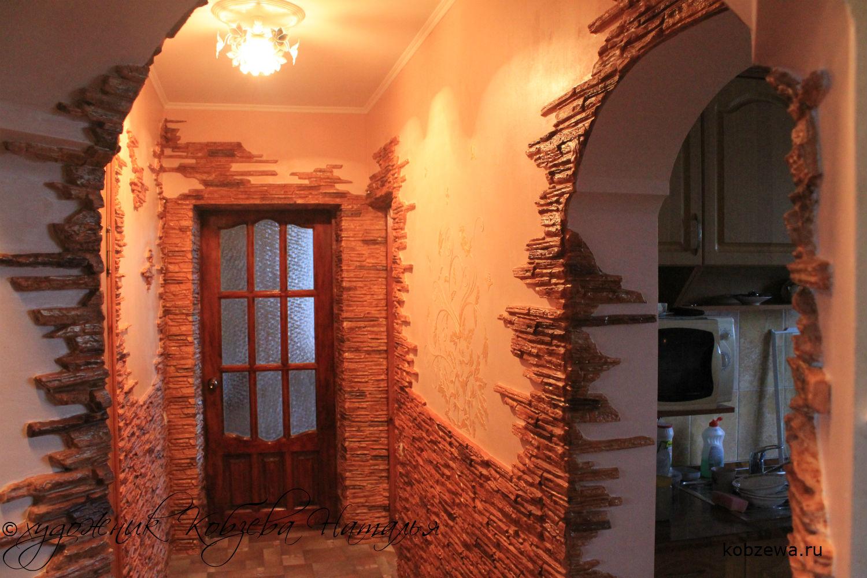 цементный камень в оформлении прихожей комнаты