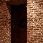 агломератный камень в стилистике проходной комнате фото