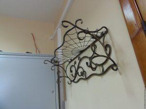 стильная вешалка для прихожей комнаты конструкция картинка
