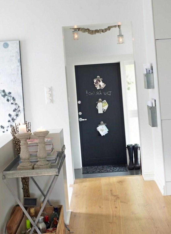 дизайн прихожей комнаты в квартире в ярких тонах