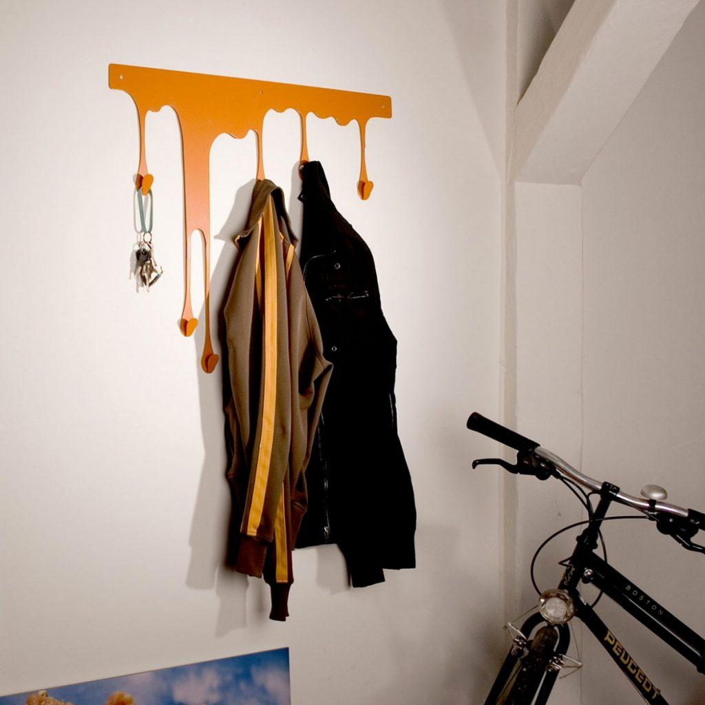 Как сделать вешалку в коридор своими руками