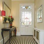 стильная маленькая прихожая комната интерьер картинка