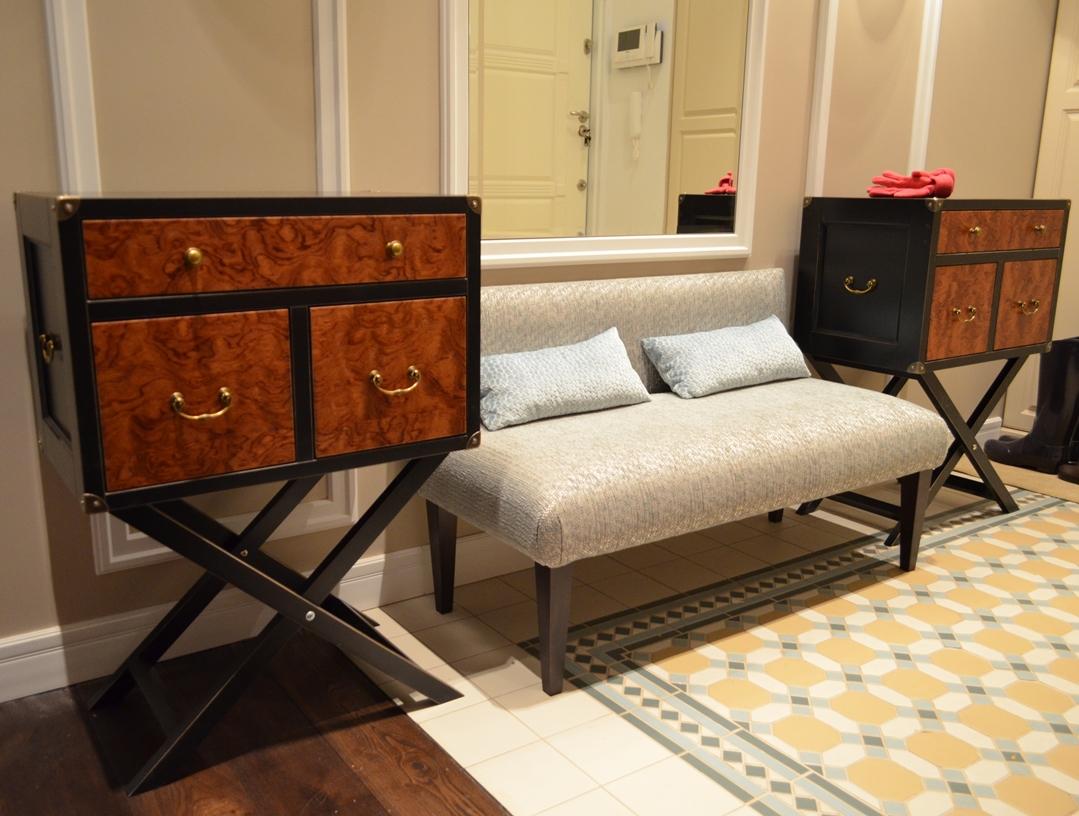 деревянная банкетка в прихожую комнату с полкой дизайн