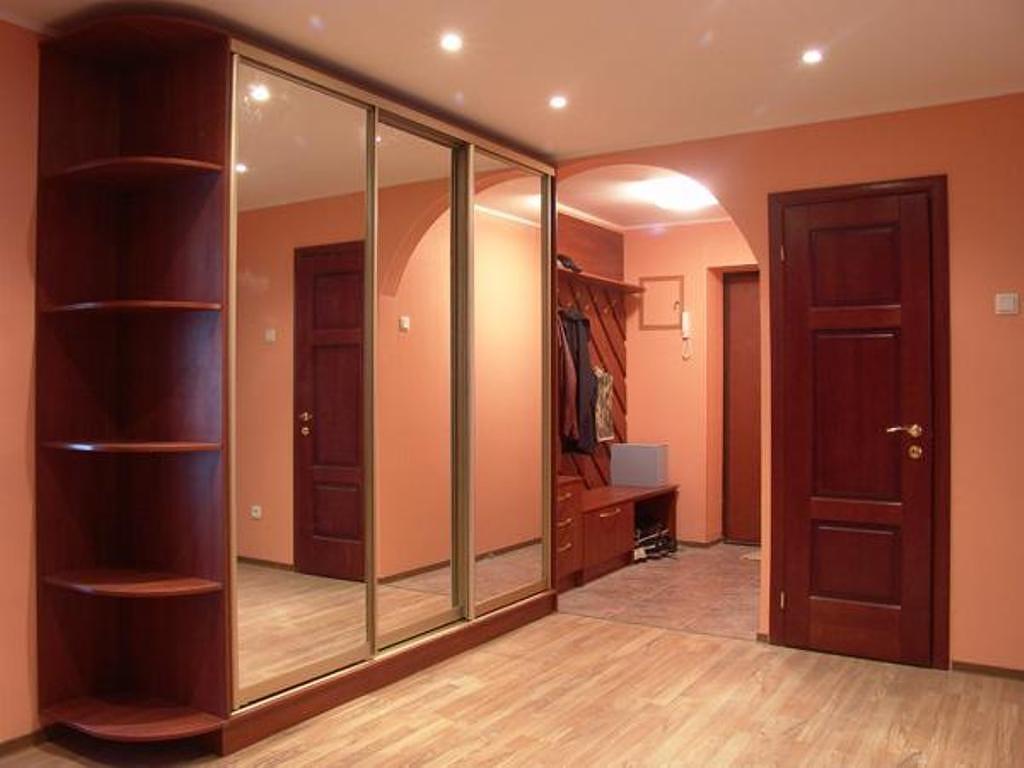 небольшой шкаф в коридор