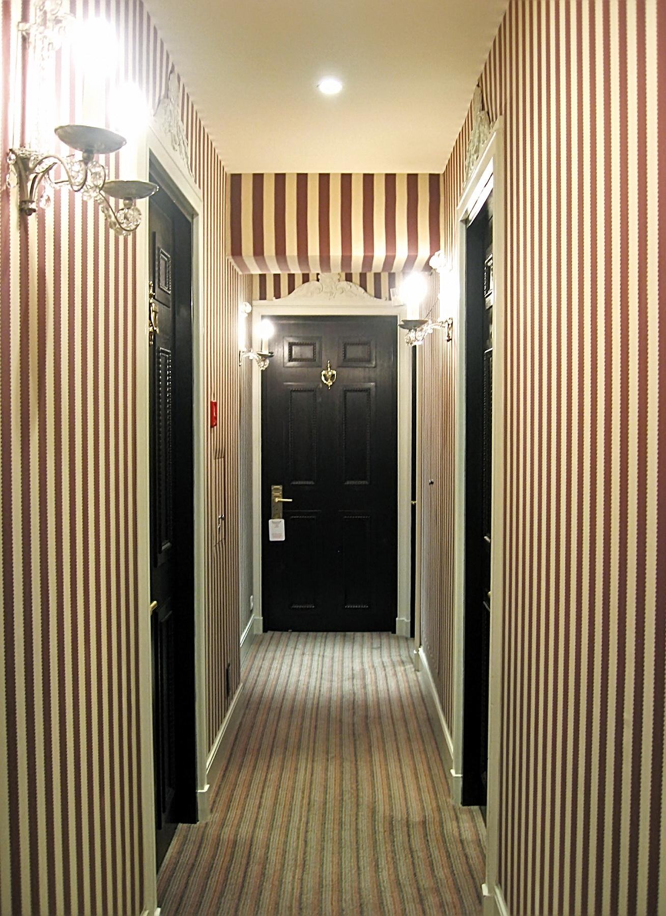виниловые обои в проходную комнату интерьер
