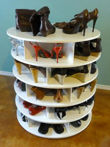 высокая пластиковая обувница в прихожую комнату картинка