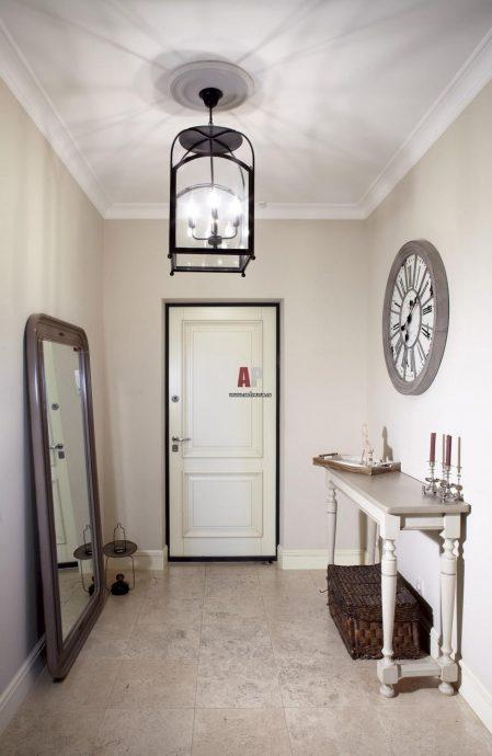 интересный интерьер проходной с маленьким коридором фото