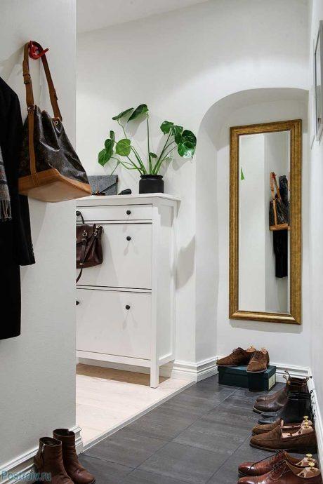 светлая прихожая комната в скандинавском фото