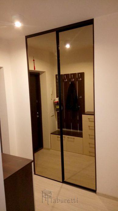 шикарный интерьер проходной комнаты с узким коридором