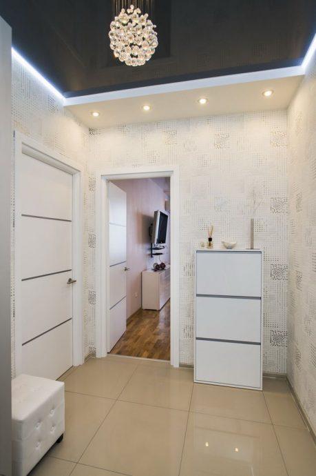 шикарный стиль проходной комнаты с фактурной штукатуркой