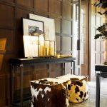 мягкий пуфик-скамейка из дерева в прихожую комнату фото