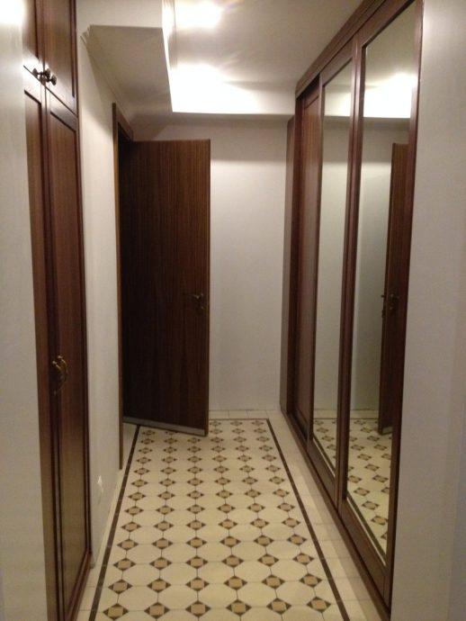 широкий шкаф в прихожую интерьер