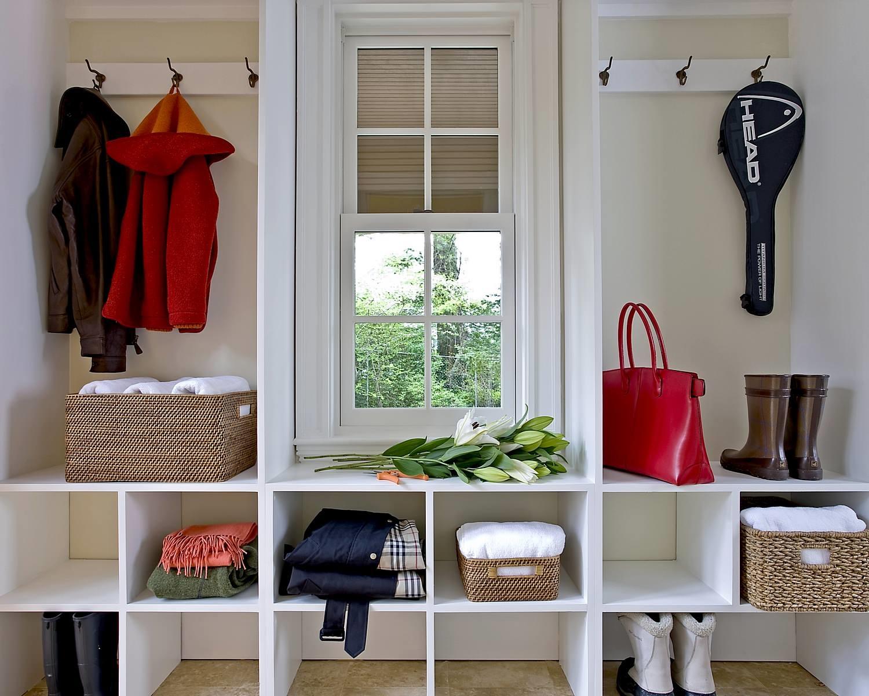 яркий стиль проходной комнаты эконом класса