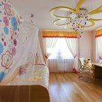 светлый натяжной потолок из пвх пленки в детской картинка