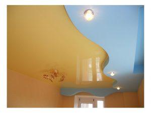 светлый потолок из пвх пленки в детской фото