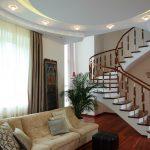 большая коридор в частном доме фото