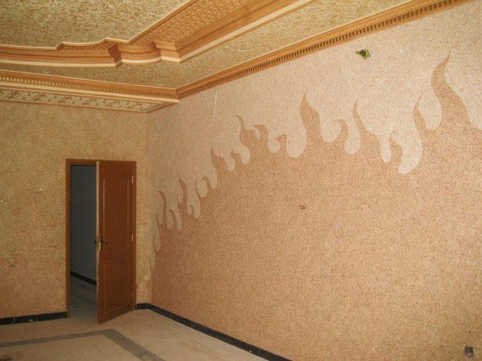 красивый интерьер коридора с отделкой фактурной штукатуркой
