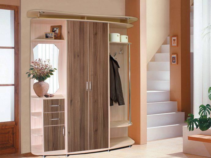 интересный дизайн проходной комнаты с узким коридором