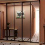 вместительный шкаф купе в коридор дизайн