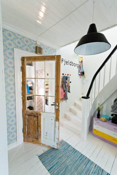 яркая коридор в скандинавском дизайне фото