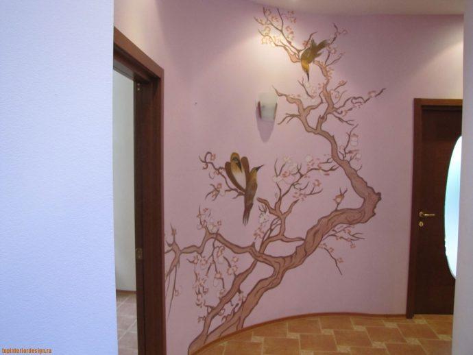 красивый дизайн проходной комнаты с отделкой фактурной штукатуркой