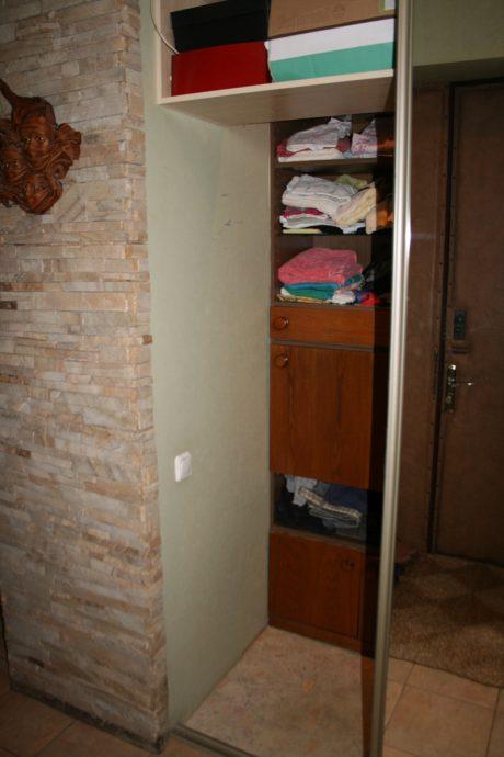 красивый интерьер проходной с маленьким коридором картинка