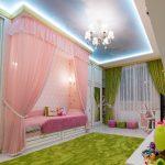 светлый потолок с фотопечатью в детской фото