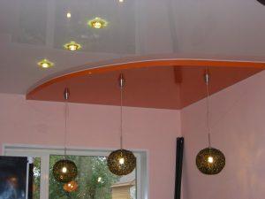 красивый потолок с фотопечатью в детской комнате картинка