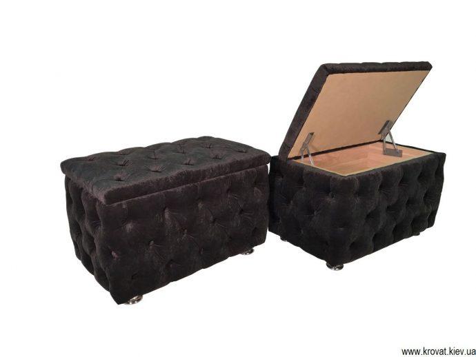 светлый пуфик-скамейка из дерева в проходную комнату картинка