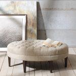 светлый пуфик-скамейка из массива дерева в коридор фото