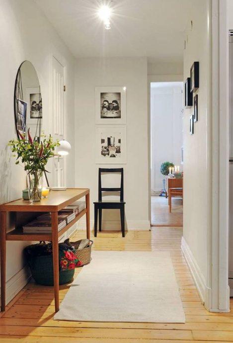 яркий интерьер маленькой прихожей комнаты в новом стиле фото