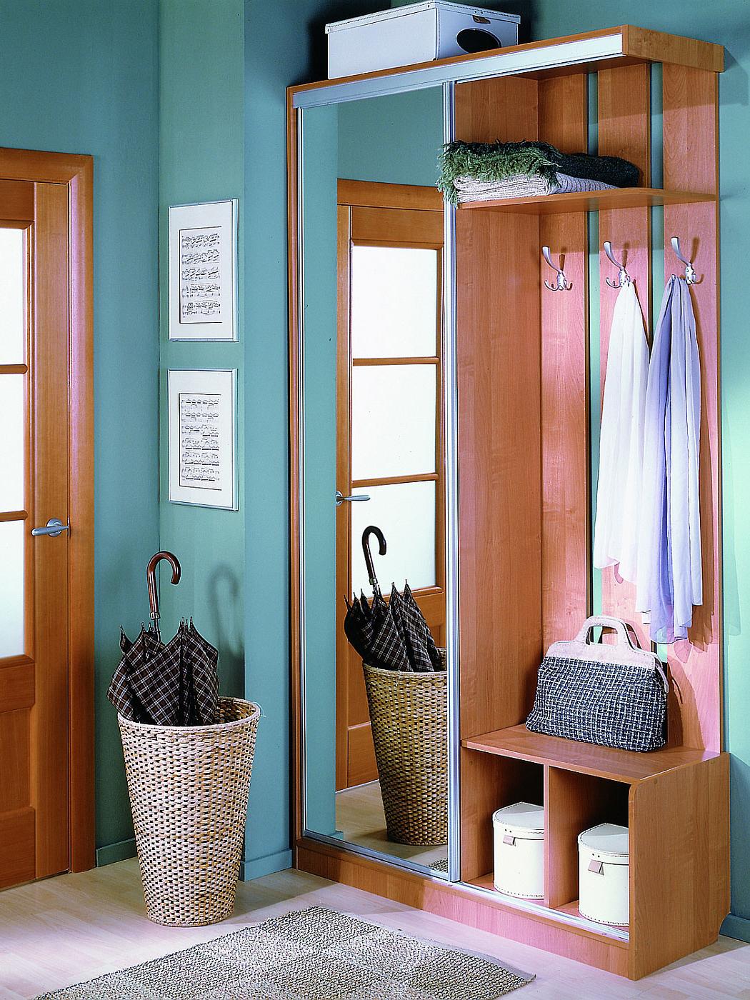 красивый стиль проходной комнаты с маленьким коридором