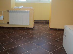 яркая напольная плитка в прихожую комнату в стиле кантри фото
