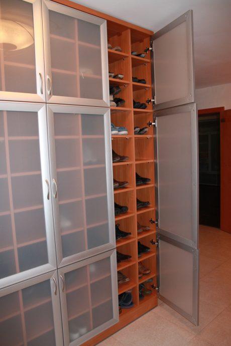 узкая тумба для обуви из мдф в прихожую комнату дизайн