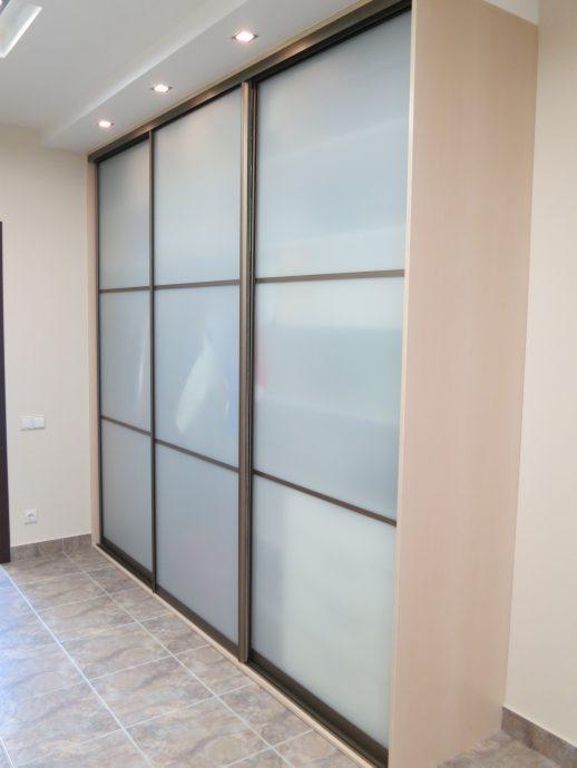 небольшой шкаф в проходную комнату стиль