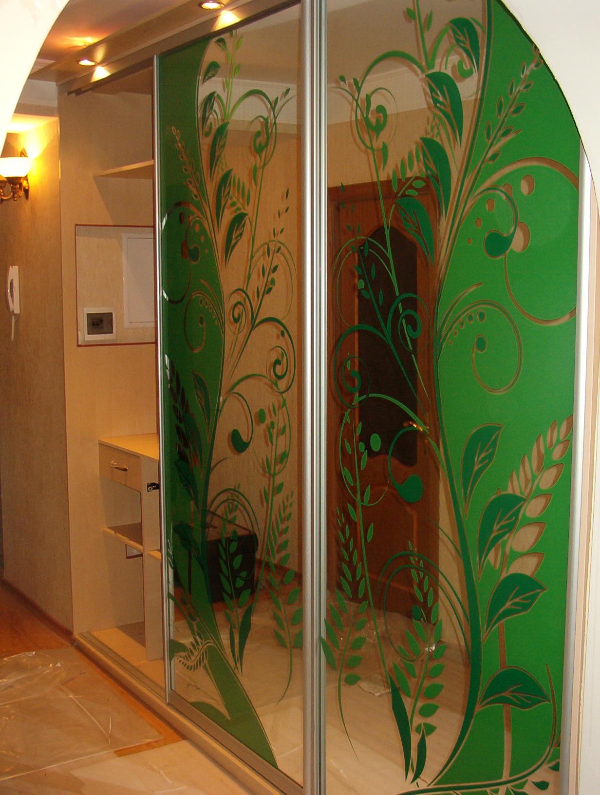 узкий шкаф в коридор