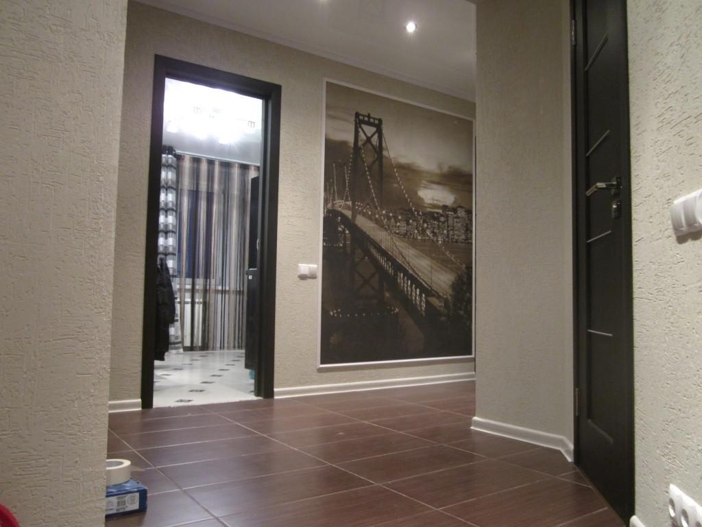 яркий стиль отделки прихожей комнаты