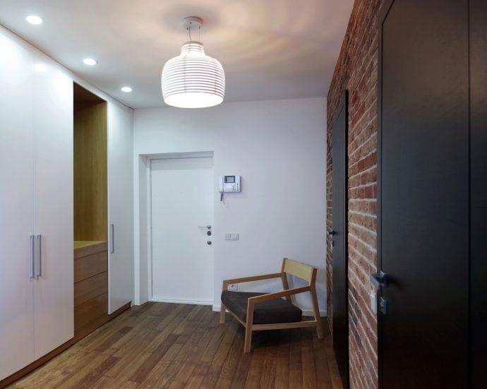 яркий стиль маленького коридора в новом стиле фото